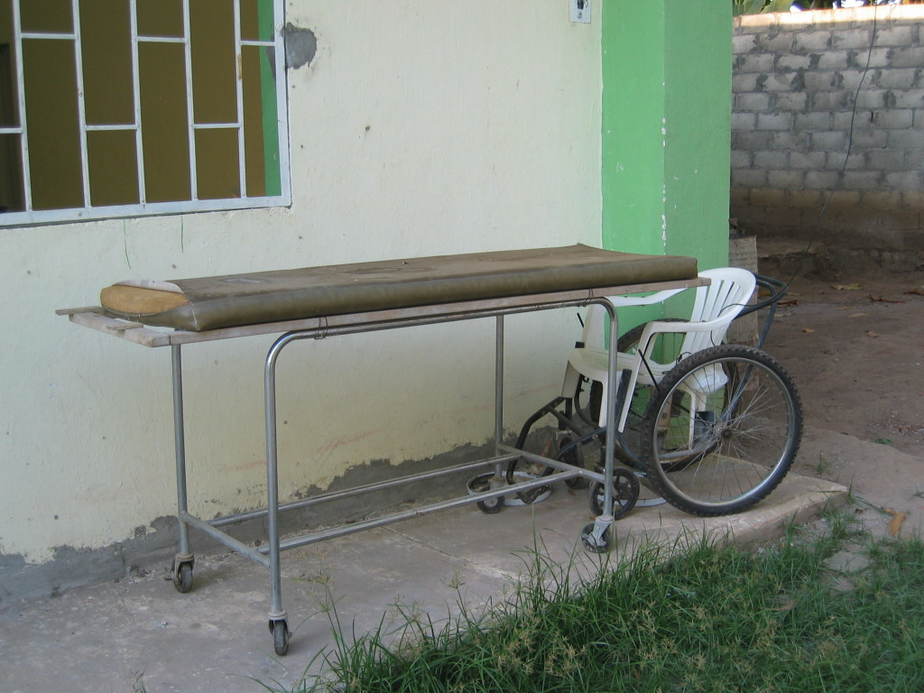 Image 3: Photo of a make-shift wheelchair at Albergue Jesus El Buen Pastor in Tapachula, Chiapas - Photo Credit: Rebecca B. Galemba