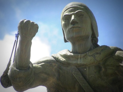 Monumento em homenagem a TupacKatari na cidade de Achacachi (Bolívia) - Fonte: Maurício Hashizume (2009)
